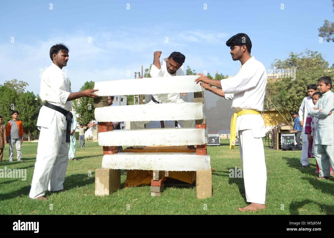 Hyderabad, Pakistan  23rd Feb, 2018  A man break ice bricks