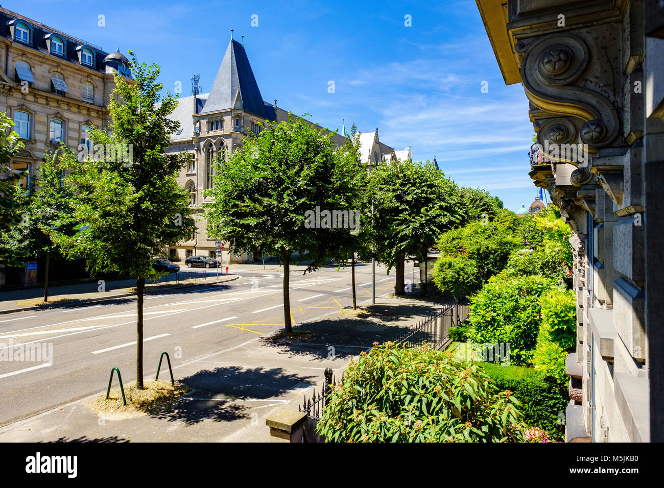 Empty Avenue de la Liberté in summertime, Neustadt, Strasbourg, Alsace, France, Europe, - Stock Image