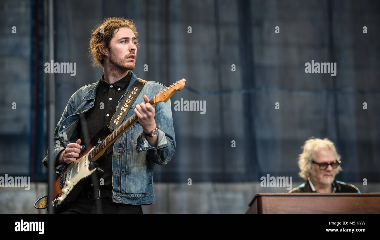 Hozier at the Newport Folk Festival 2016 playing Bob Dylan's $1m guitar (the one he went electric with exactly - Stock Image