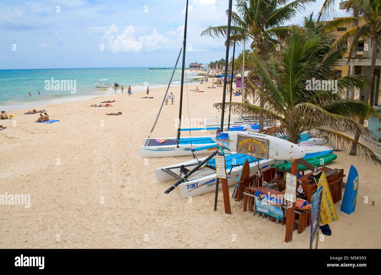 Wassersport center am Strand von Playa del Carmen, Mexiko, Karibik | Watersport center at beach of Playa del Carmen, - Stock Image