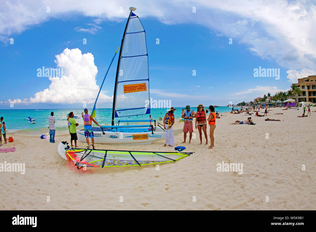 Wassersport am Strand von Playa del Carmen, Mexiko, Karibik | Watersport at the beach of Playa del Carmen, Mexico, - Stock Image