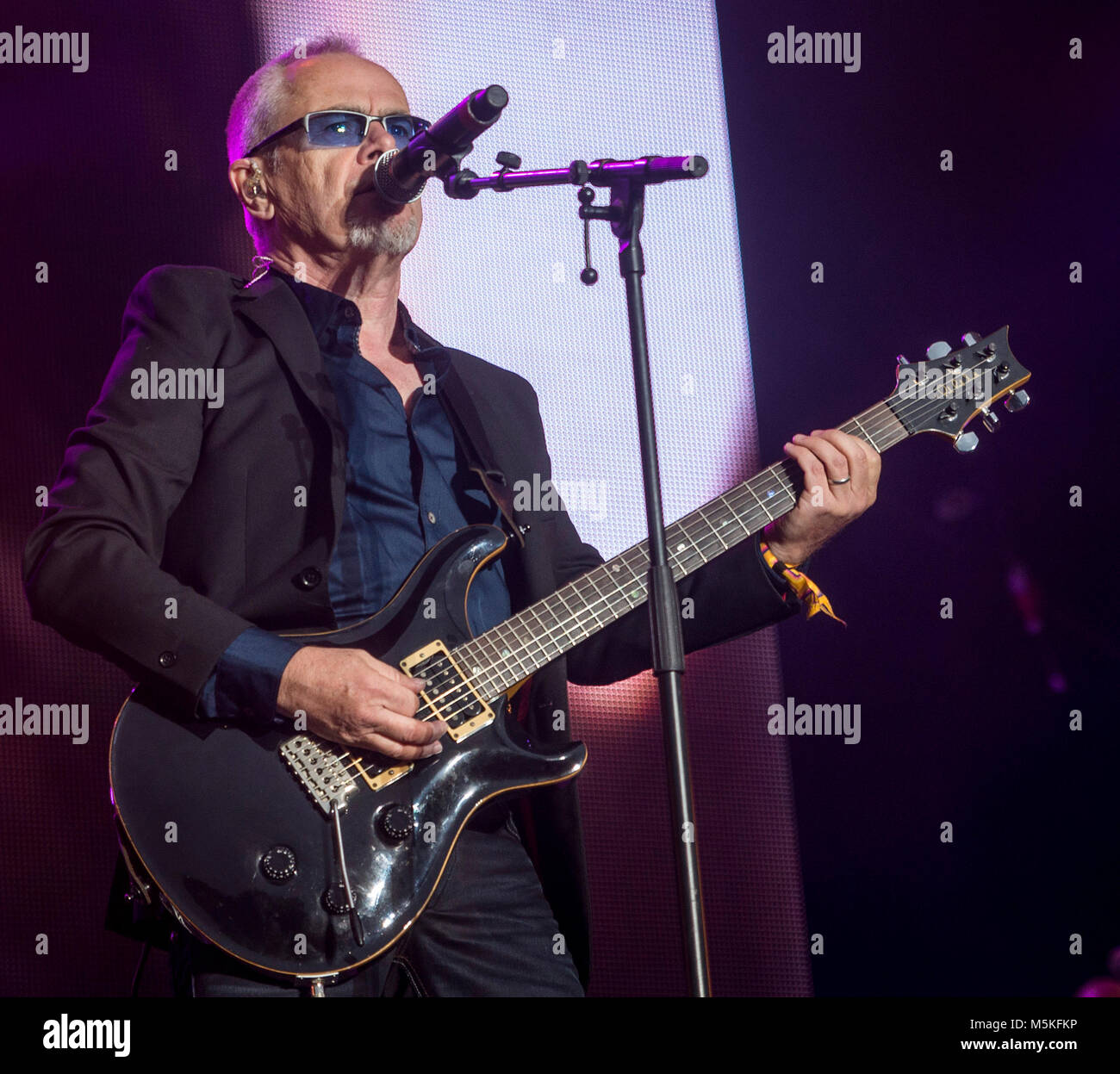 Nik Kershaw plays a Riddle at the Rewind Festival, Scone Palace, Perth, 22 & 23rd July, 2017 on the main stage - Stock Image