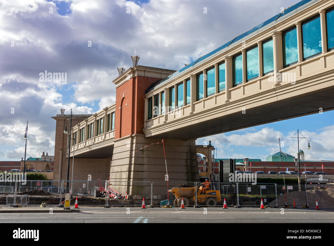 The footbridge between Peel Avenue and Barton Square at the intu Trafford Centre, Manchester, UK - Stock Image