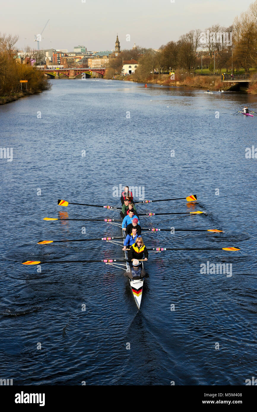 Glasgow, Scotland, 24 Feb, 2018. Winter temperatures of minus 4C are not low enough to discourage Glasgow Rowing - Stock Image