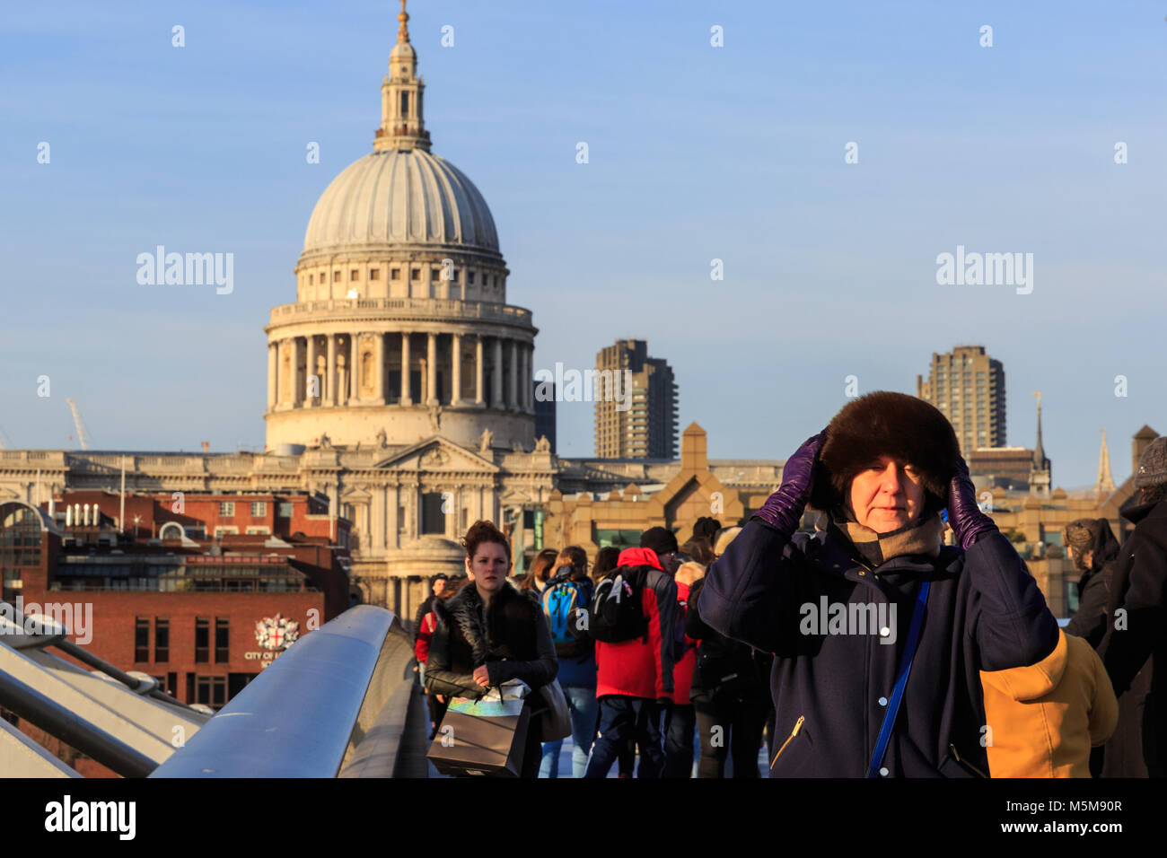 Millennium Bridge, London, 24th Feb 2018. Londoners and tourists enjoy a beautifully sunny but freezing cold and Stock Photo
