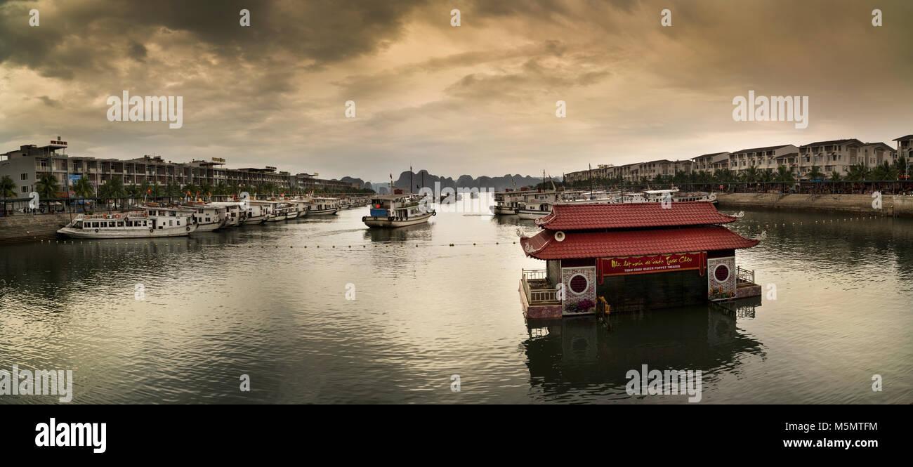 Ha Long Bay, South China Sea, Vietnam, Southeast Asia - Stock Image