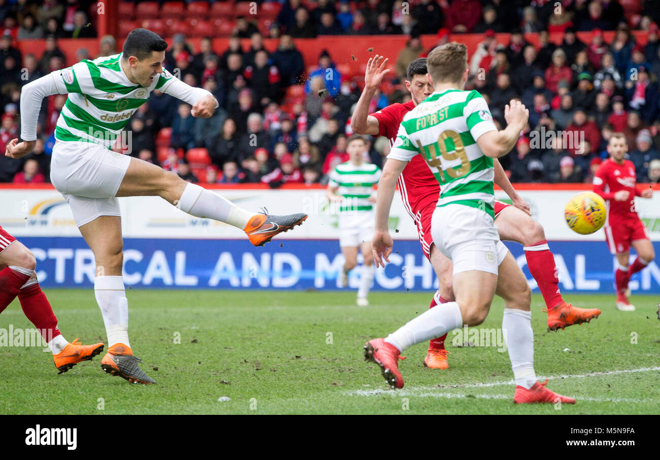 Celtic's Tom Rogic shoots during the Scottish Premiership match at Pittodrie Stadium, Abderdeen. - Stock Image