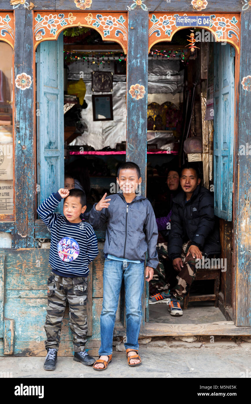 Thimphu, Bhutan.  Young Bhutanese Children in front of a Shop. - Stock Image