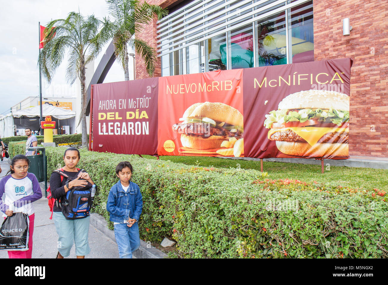 Mexico Mexican Yucatan Peninsula Quintana Roo Cancun Avenida Stock Photo Alamy