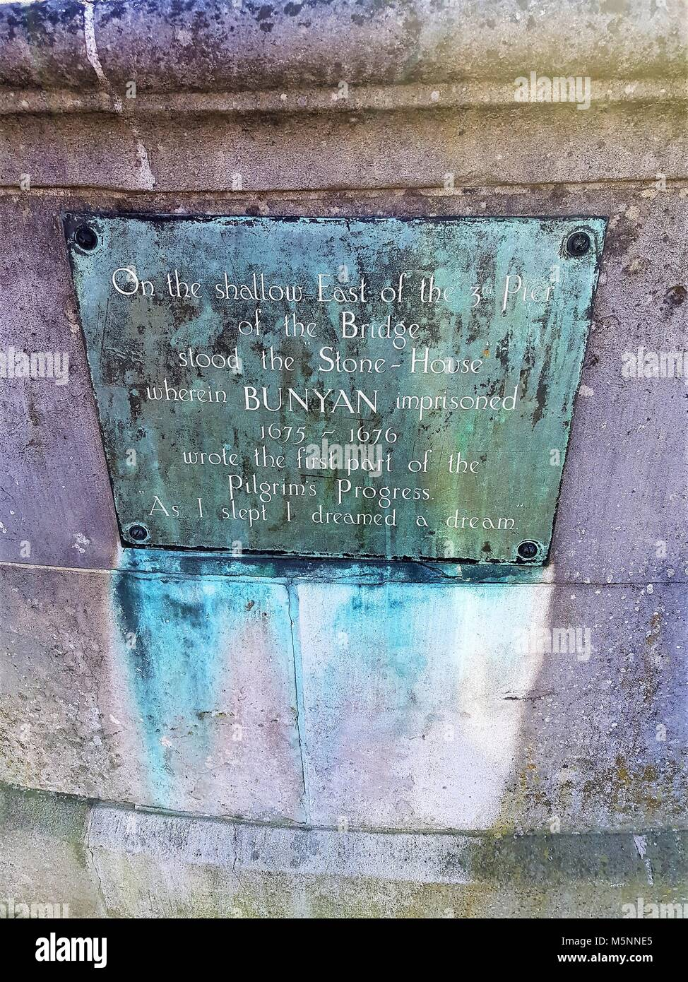 Plaque on bridge of the River Great Ouse, Bedford, UK - Bunyan imprisoned and wrote first part of 'Pilgrim's - Stock Image