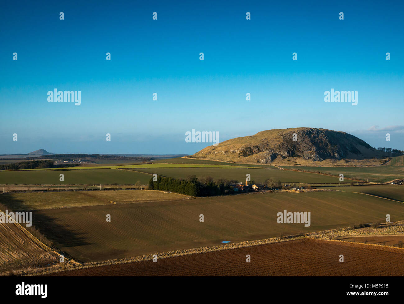 Blaikie Heugh East Lothian, Scotland, United Kingdom, 25th February 2018. Completely clear blue sky with low sunlight - Stock Image