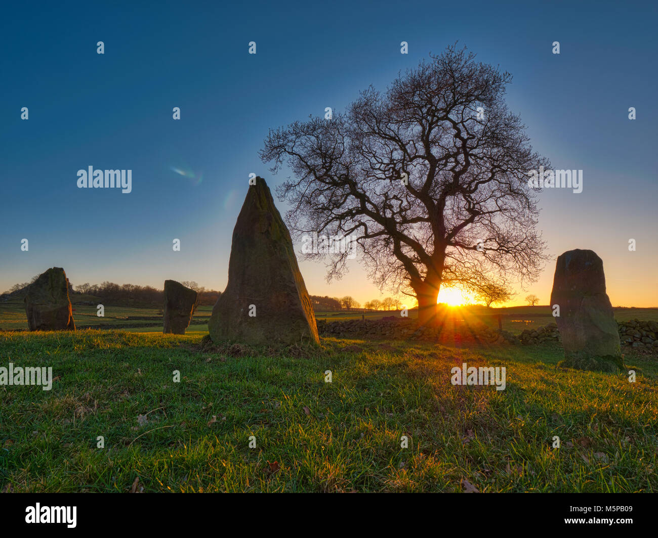 Peak District, Derbyshire, UK. 25th February, 2018. UK Weather spectacular sunset on a bitterly cold day at The - Stock Image