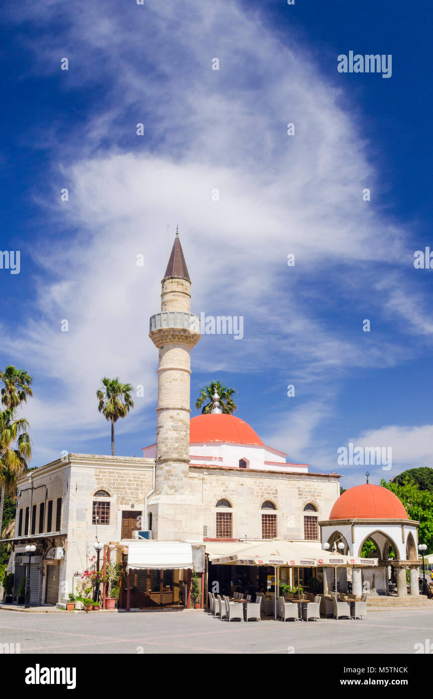 Cafe outside the Defterdar Mosque in Plateia Eleftherias, Kos Town, Dodecanese, Greece - Stock Image