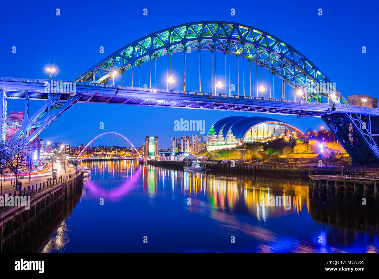Newcastle Tyne Bridge, view at night of the iconic Tyne Bridge with the Sage Gateshead building and Millennium Bridge - Stock Image