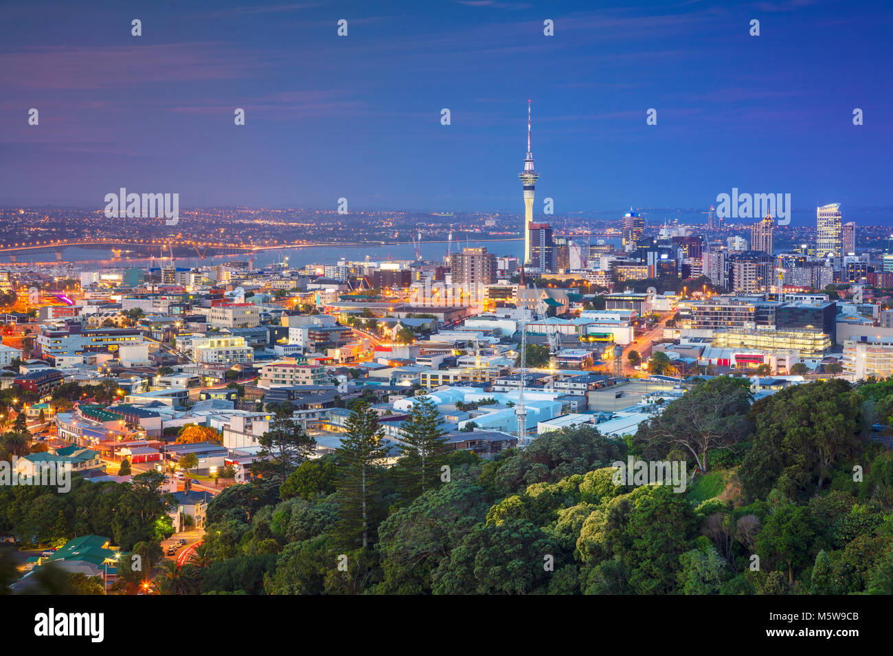Auckland. Cityscape image of Auckland skyline, New Zealand taken from Mt. Eden at dusk. - Stock Image