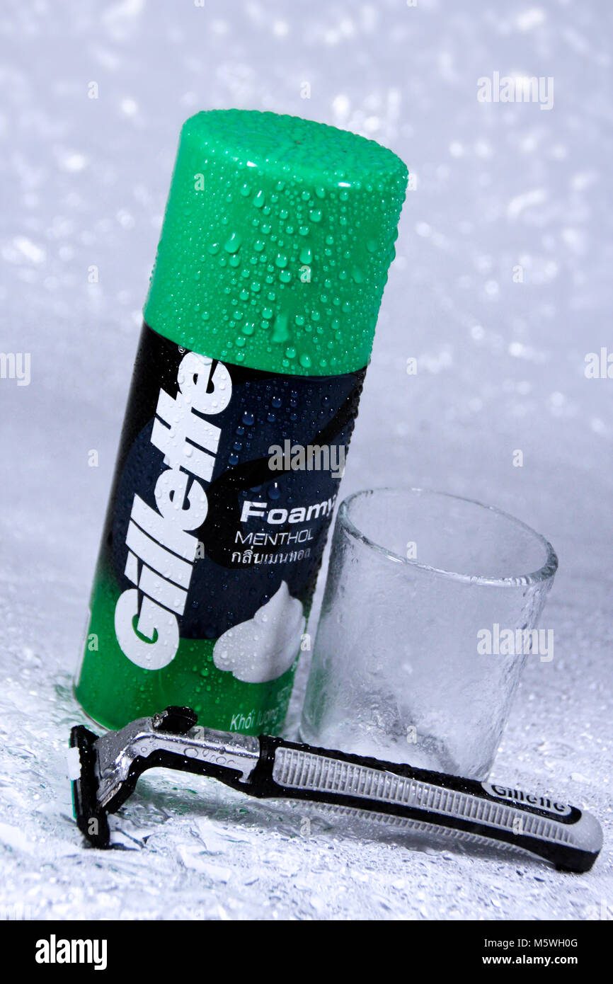 a gillette foamy menthol and razors with white, wet background - Stock Image