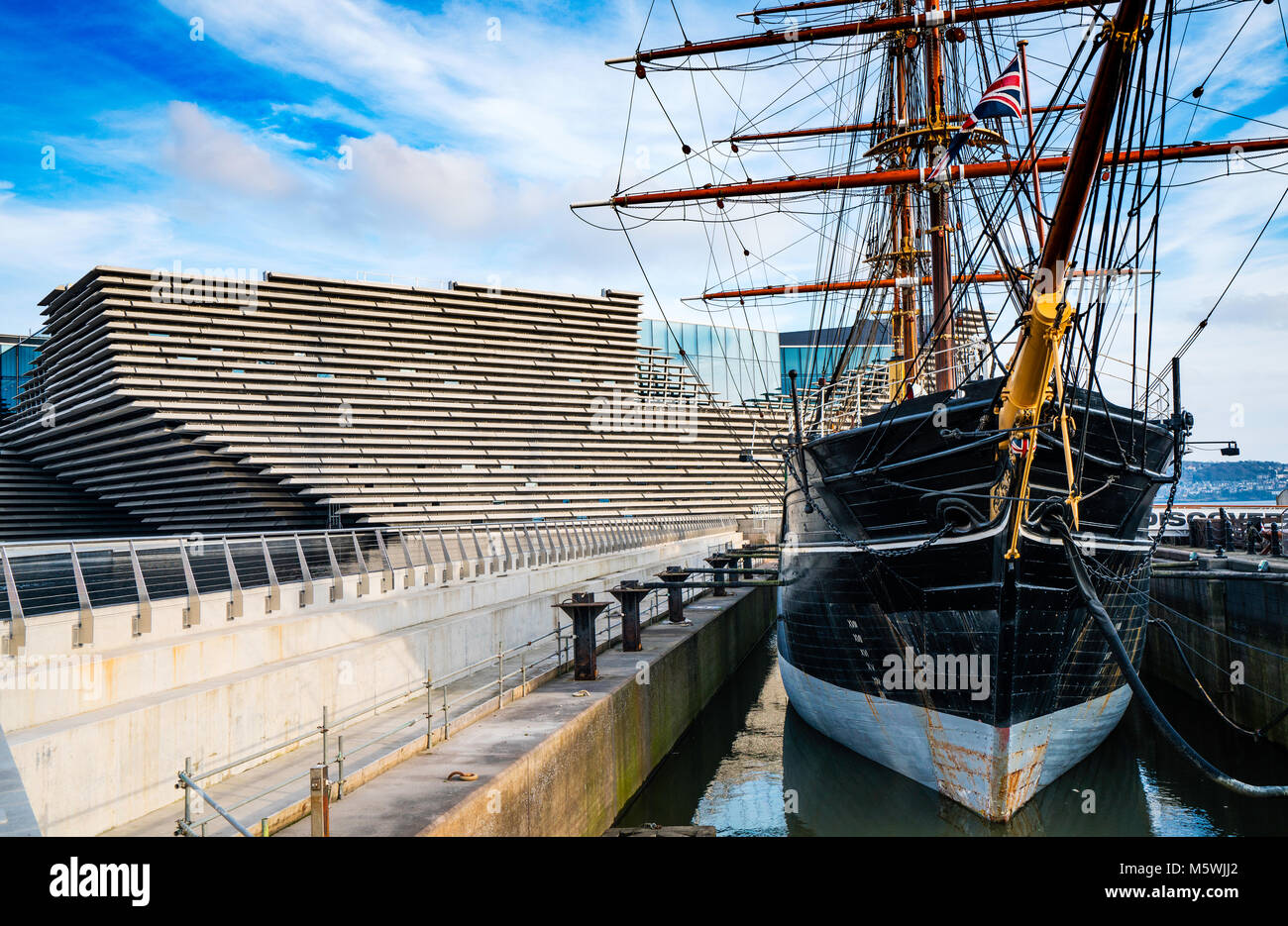 View of newly completed V&A Museum of Design and RRS Discovery ship in Dundee, Tayside, Scotland. Architect Kengo Stock Photo
