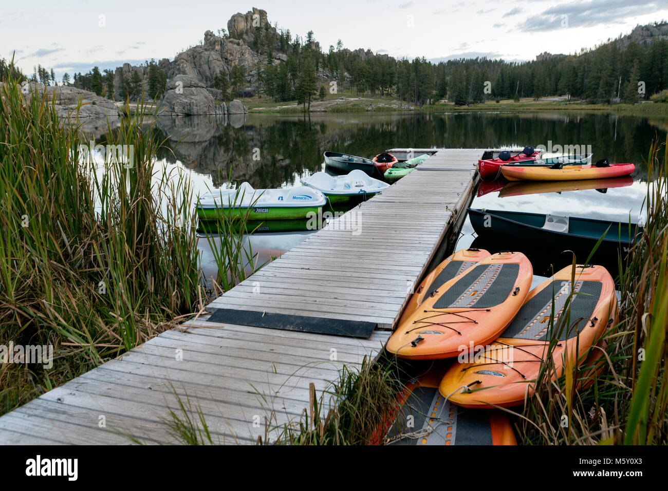 SD00061-00...SOUTH DAKOTA - Sunrise at Sylvan Lake in Custer State Park. - Stock Image