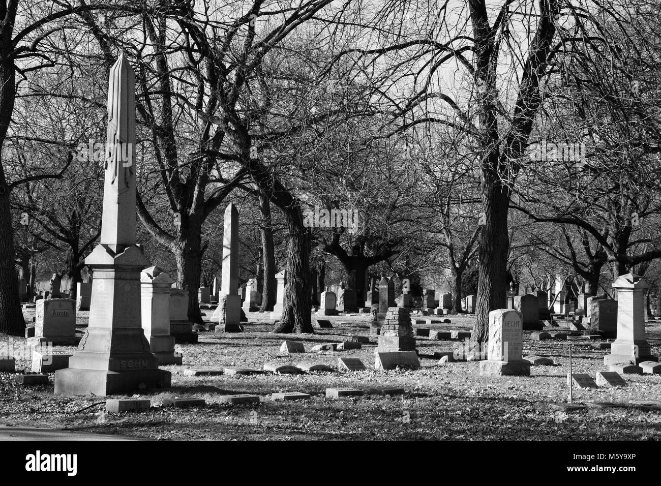 Grave markers at the historic north side Rosehill Cemetery, Chicago's largest burial ground. - Stock Image