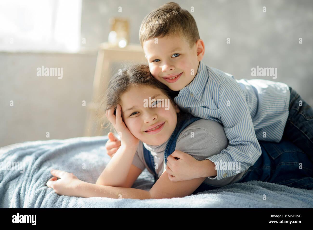 Русское брат кончил в сестру, Брат зашёл к сестре))) смотреть онлайн видео брат 6 фотография