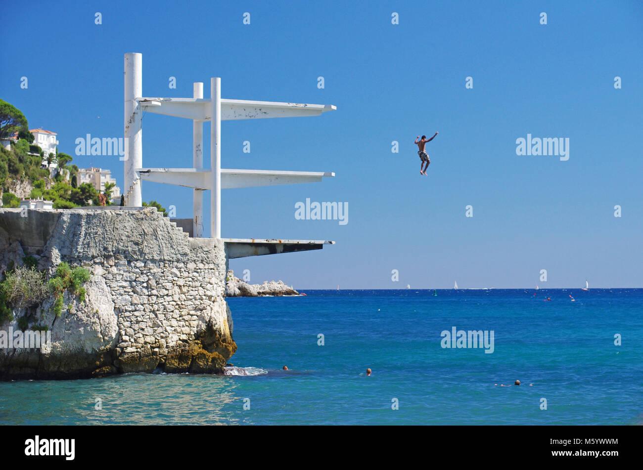 Nice (south-eastern France, French Riviera): diving platform 'plongeoir de la Reserve' - Stock Image