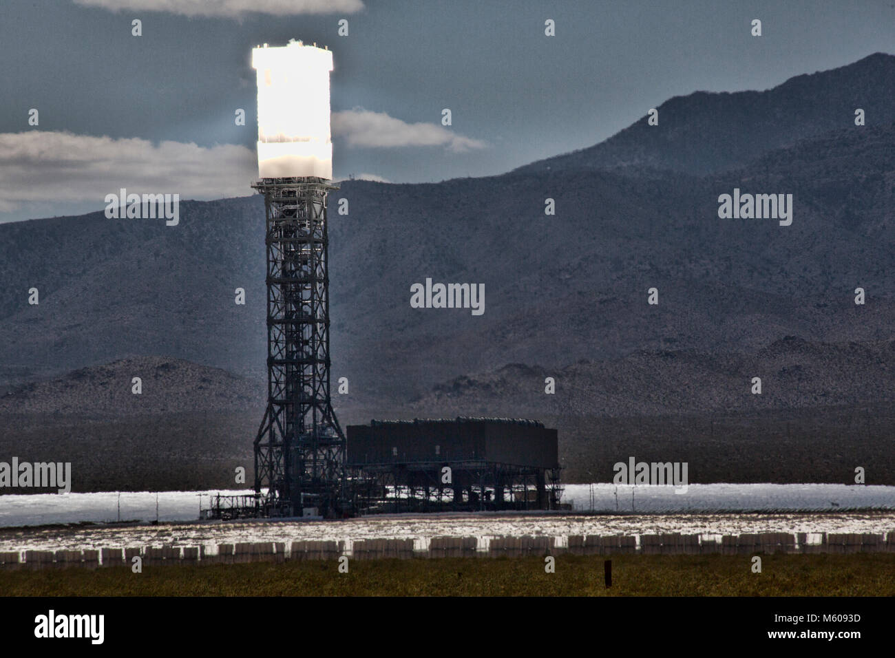 Views of Ivanpah Solar Power Facility in Nevada - Stock Image