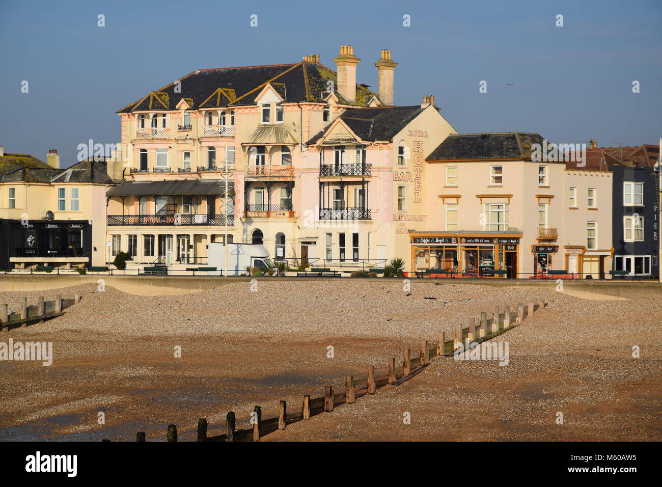 IN NEED OF TLC - THE ROYAL HOTEL, AND 'THE COFFEE CORNER' CAFE, BOGNOR REGIS, SEEN FROM THE BEACH AT LOW - Stock Image