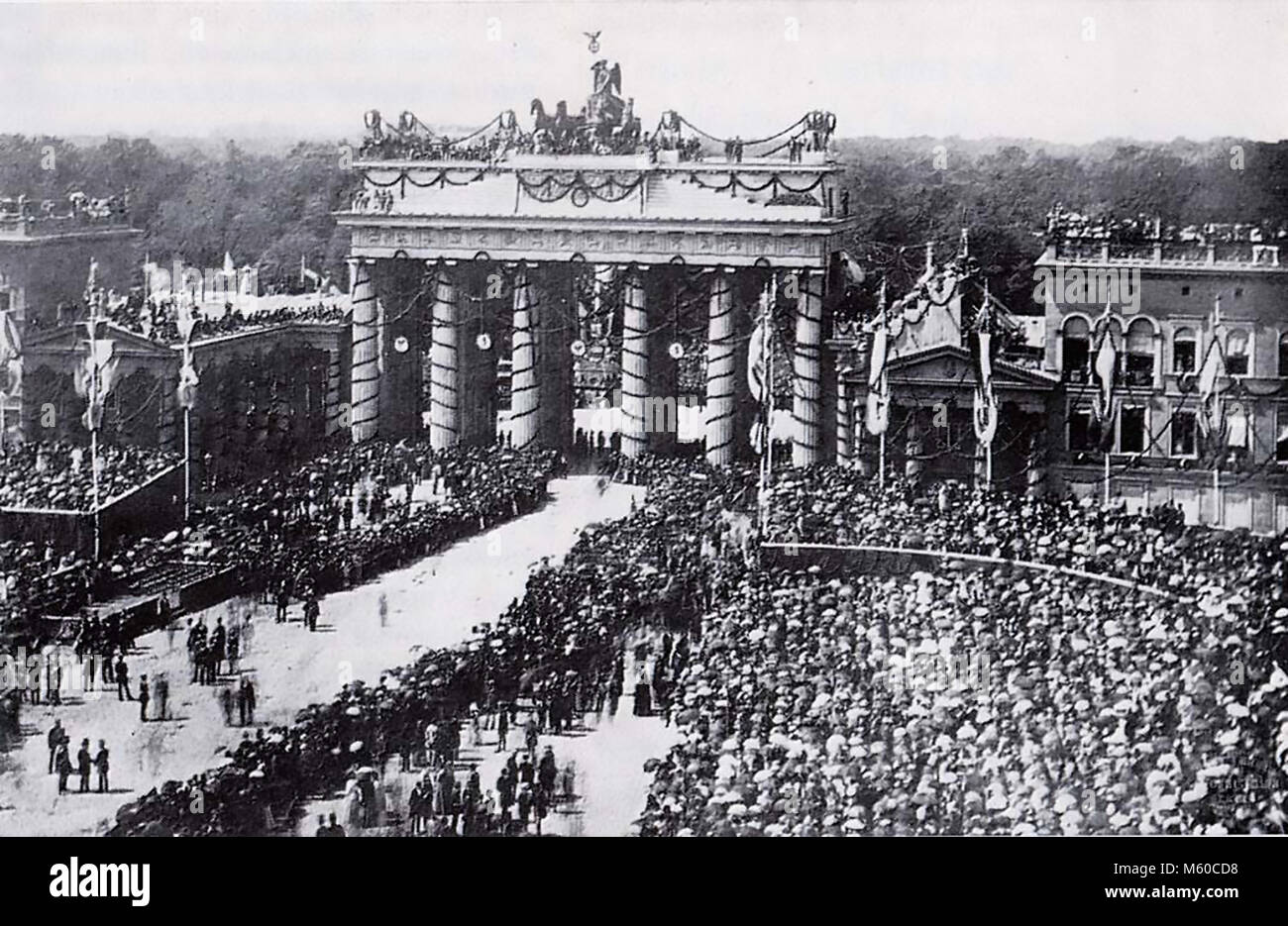 FRANCO-PRUSSIAN WAR 1870. Victory parade at the Brandenburg Gate on 16 June 1871 - Stock Image