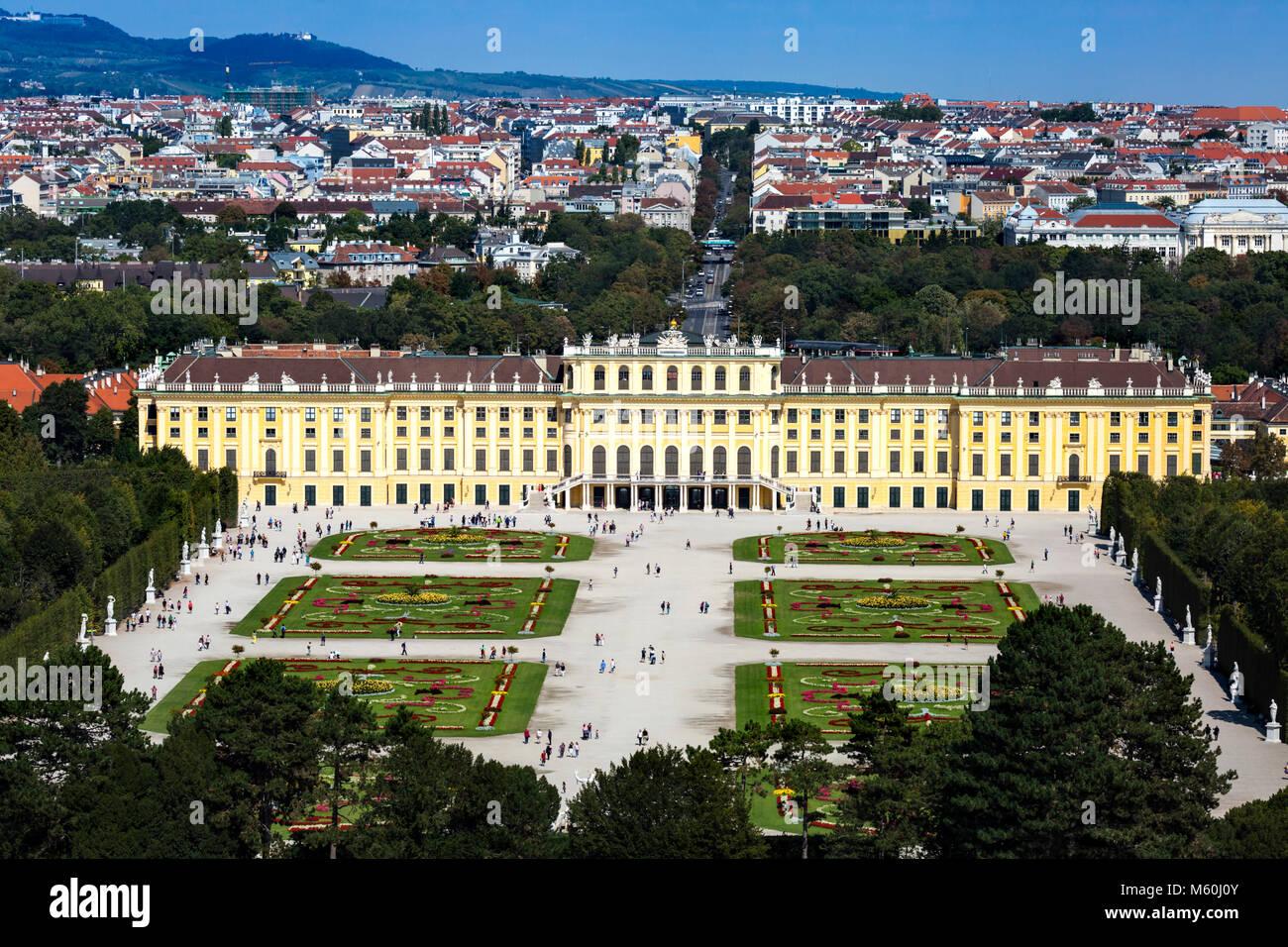 Looking down on Schönbrunn Palace gardens, Schonbrunn, Vienna, Austria. - Stock Image