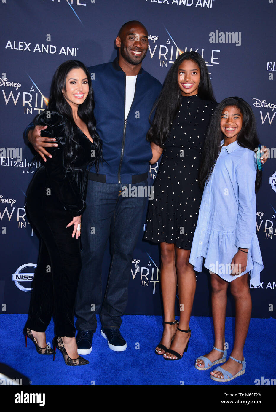 grossiste d6c4f 87f21 Kobe Bryant with wife and daughters 111 arrive at the world ...