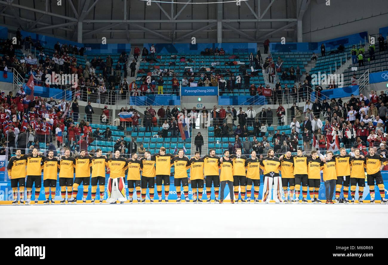 die deutsche Mannschaft versammelt sich zur Siegerehrung, Medal Ceremony, Eishockey Finale der Maenner, Olympische - Stock Image