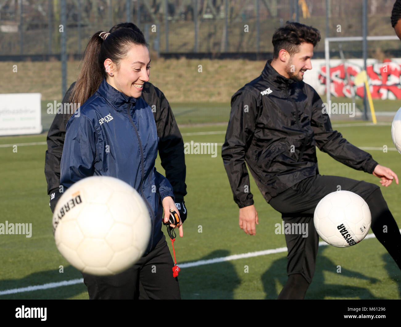 20 February 2018, Germany, Oberhausen: Duygu Erdogan (L), assistant coach of soccer club Rot-Weiss Oberhausen, supervises - Stock Image