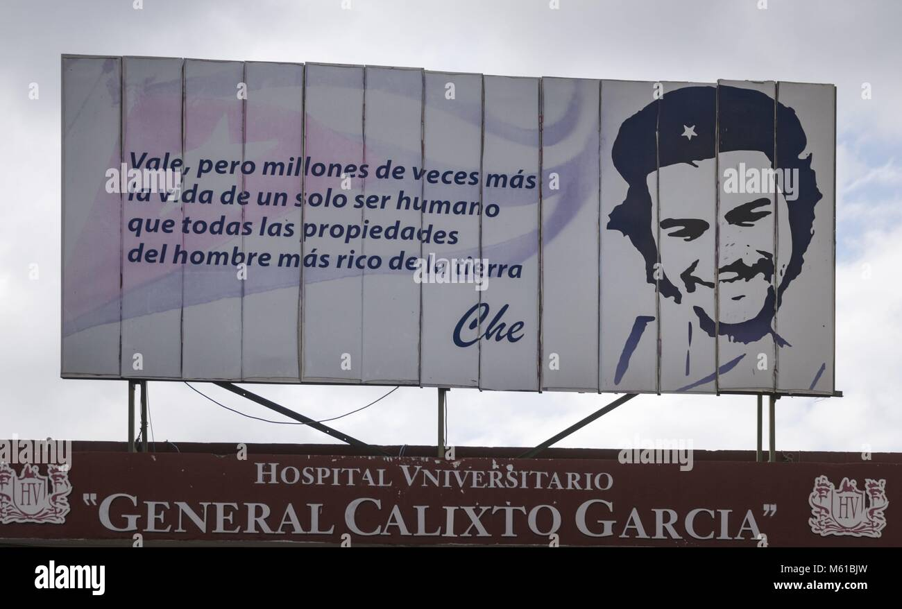 Che Guevara is highly revered in Cuba. A quotation from the revolutionary hero stands as a motto above the entrance - Stock Image