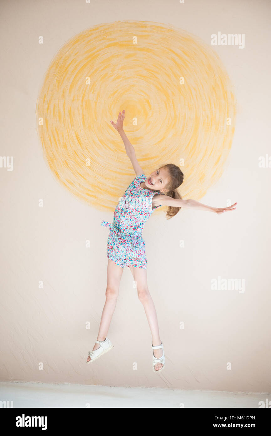 Little Girl Painting On Wall Stock Photos & Little Girl Painting On ...