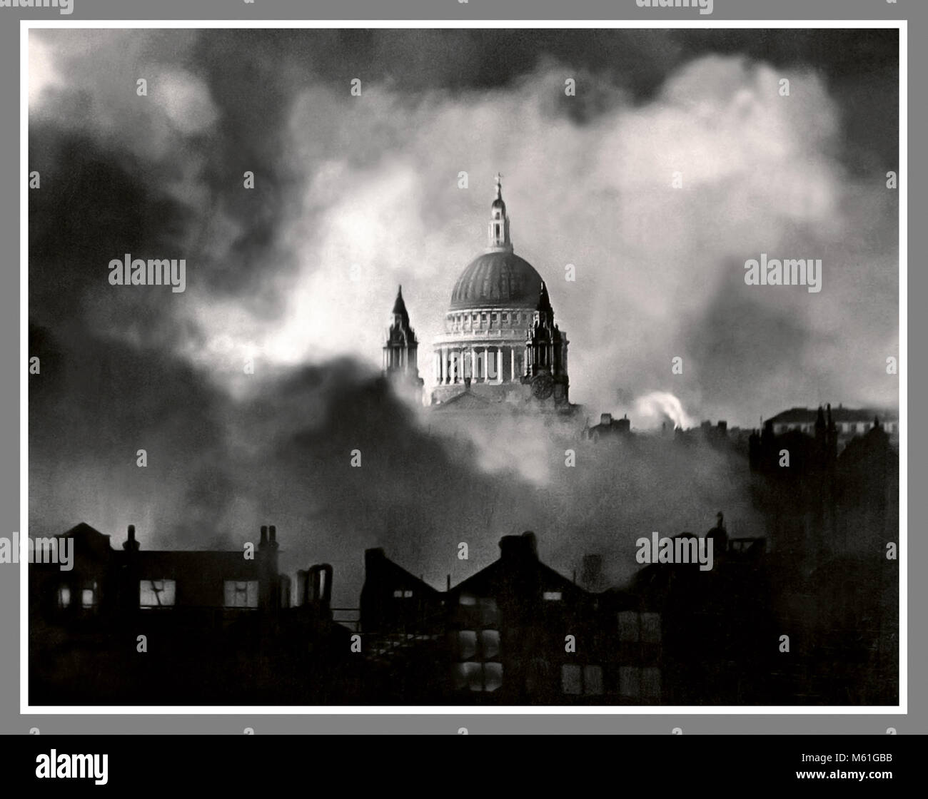 LONDON BLITZ WW2 NAZI GERMANY BOMBING St Paul's Survives..An iconic photograph of Saint Pauls Cathedral taken - Stock Image