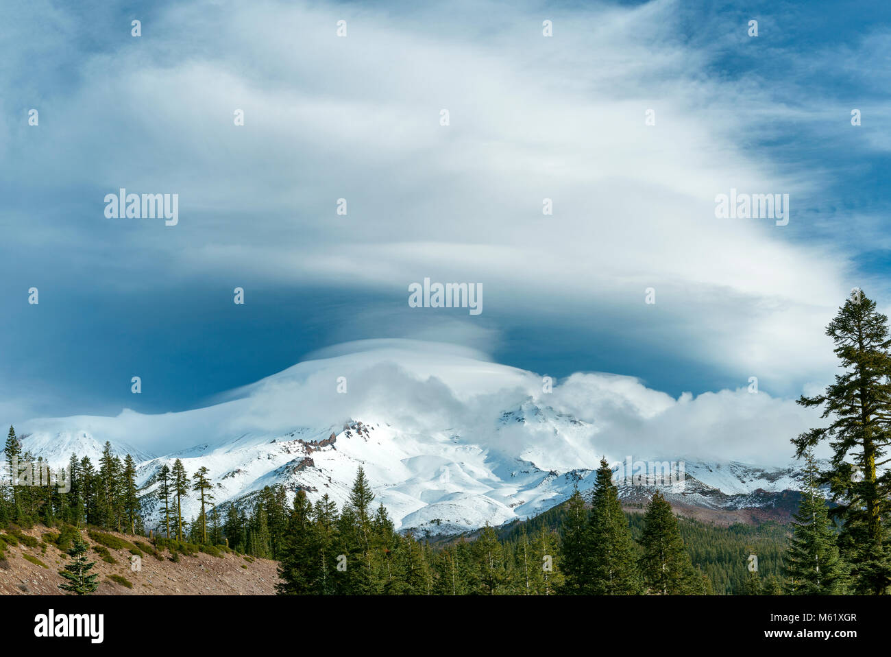 Lenticular Cloud, Mount Shasta, Shasta-Trinity National Forest, California - Stock Image