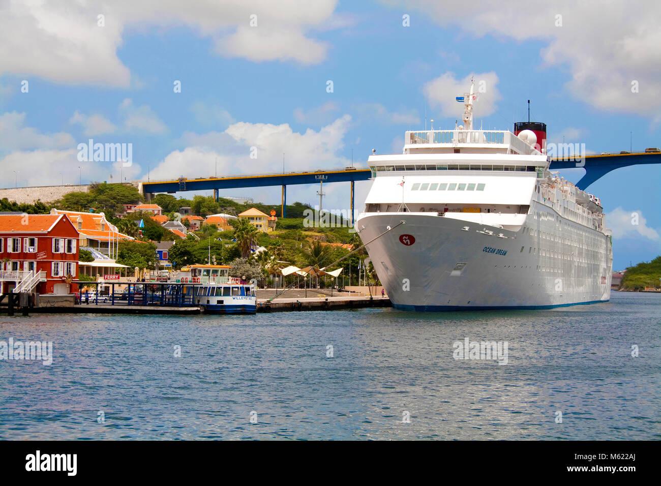 Cruise ship at Sint Anna Baai, Otrobanda district, Queen-Juliana bridge, Willemstad, Curacao, Netherlands Antilles, - Stock Image