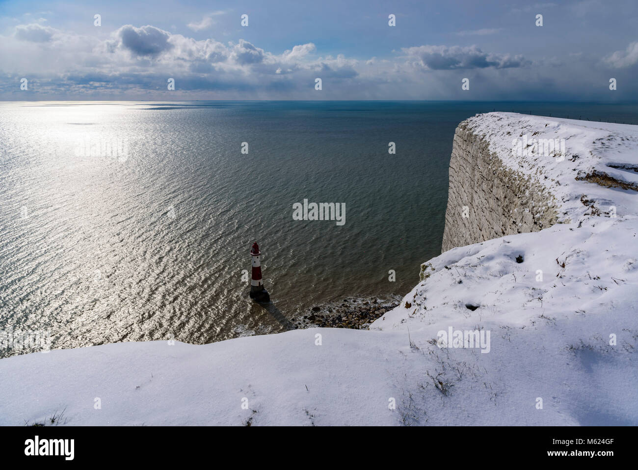 Beachy Head Lighthouse from the top of snowy cliffs - Stock Image