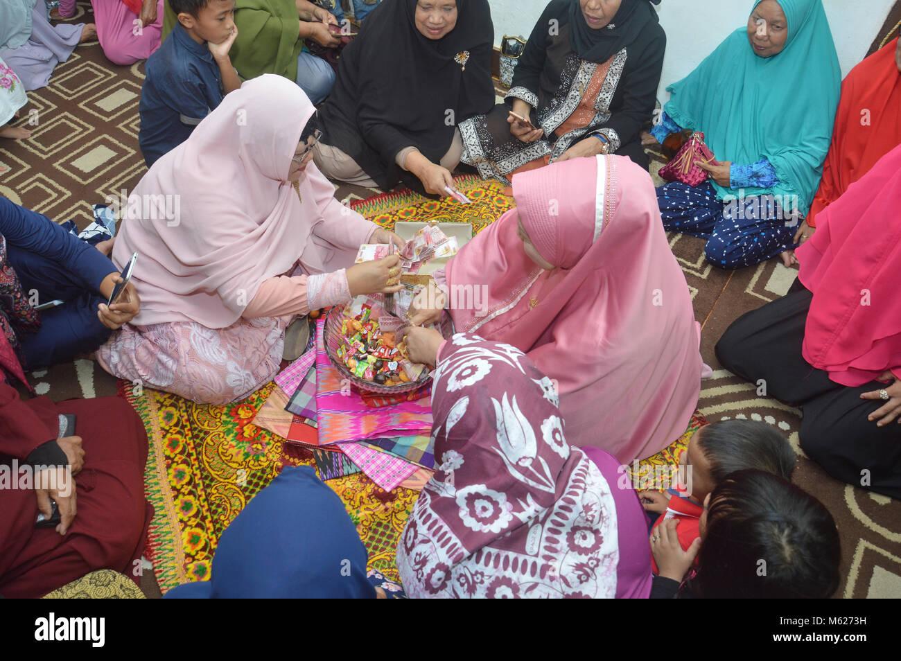 TARAKAN, INDONESIA - 16th October 2017 :  The Traditional Bugisnese Ceremonial handover of 'uang panai' - Stock Image