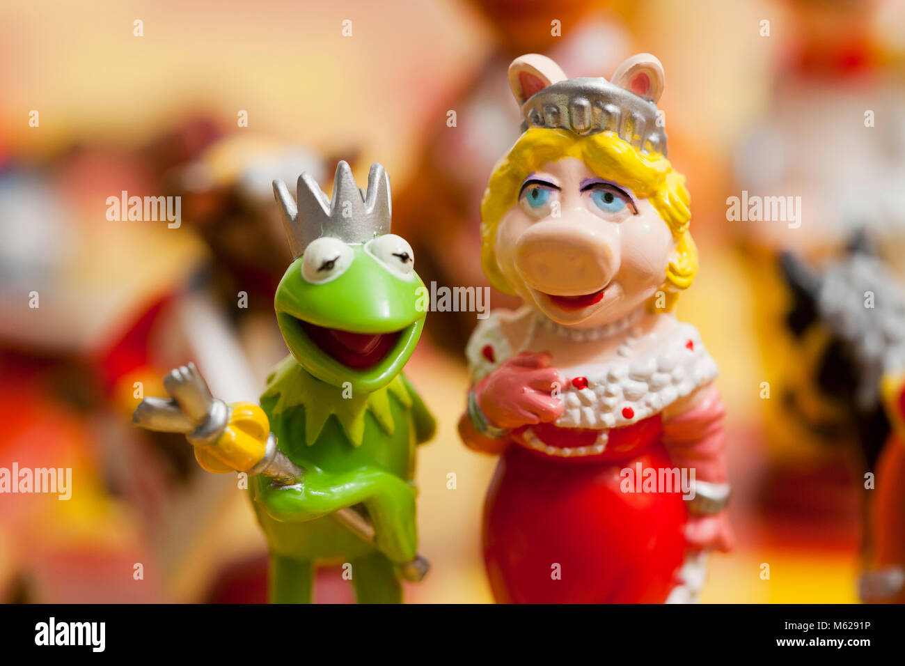 Action figures of Kermit the Frog and Miss Piggy - USA - Stock Image