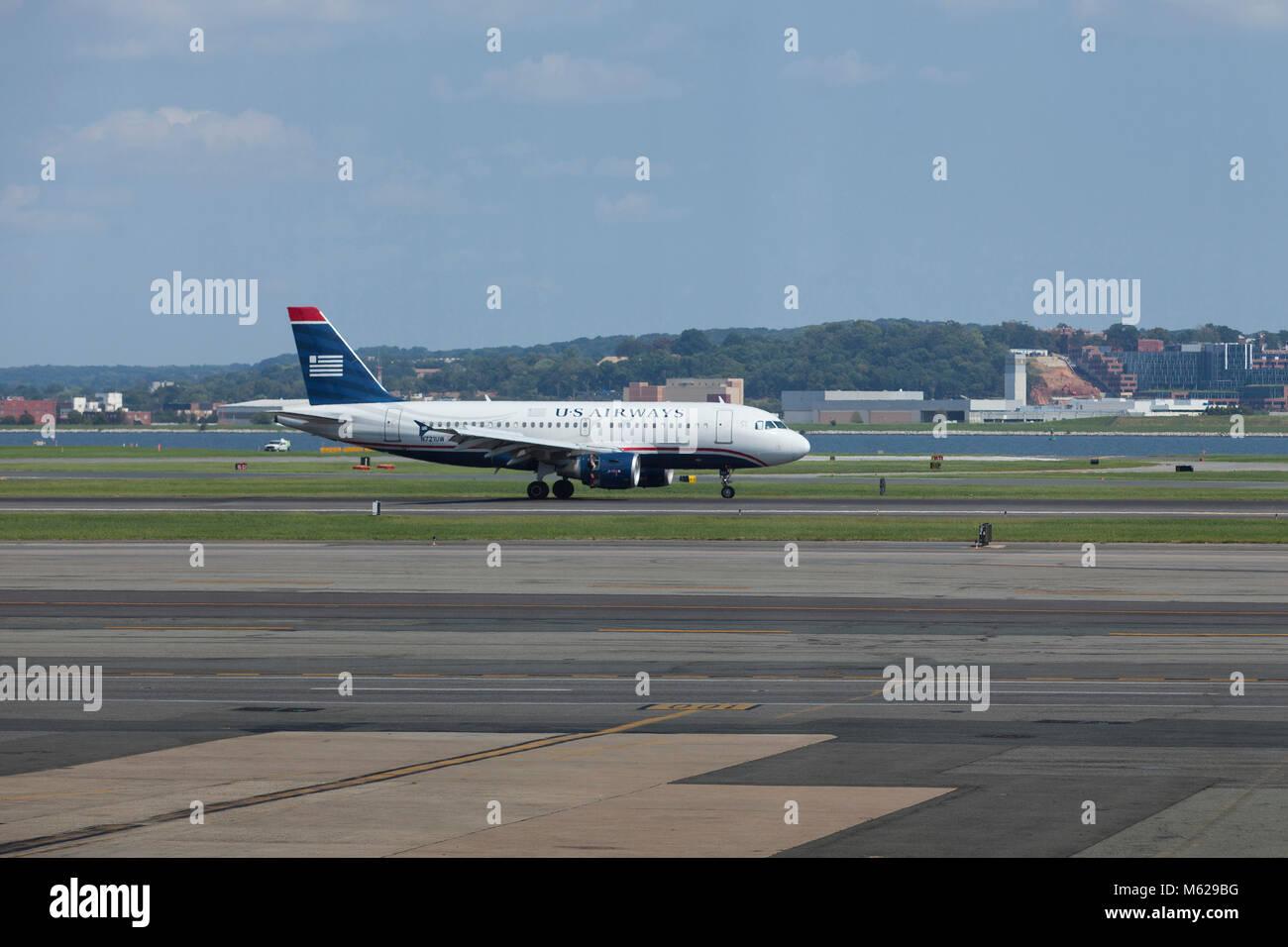 US Airways passenger jet (Airbus A319-100) taxiing at Ronald Reagan National Airport - Washington, DC USA - Stock Image