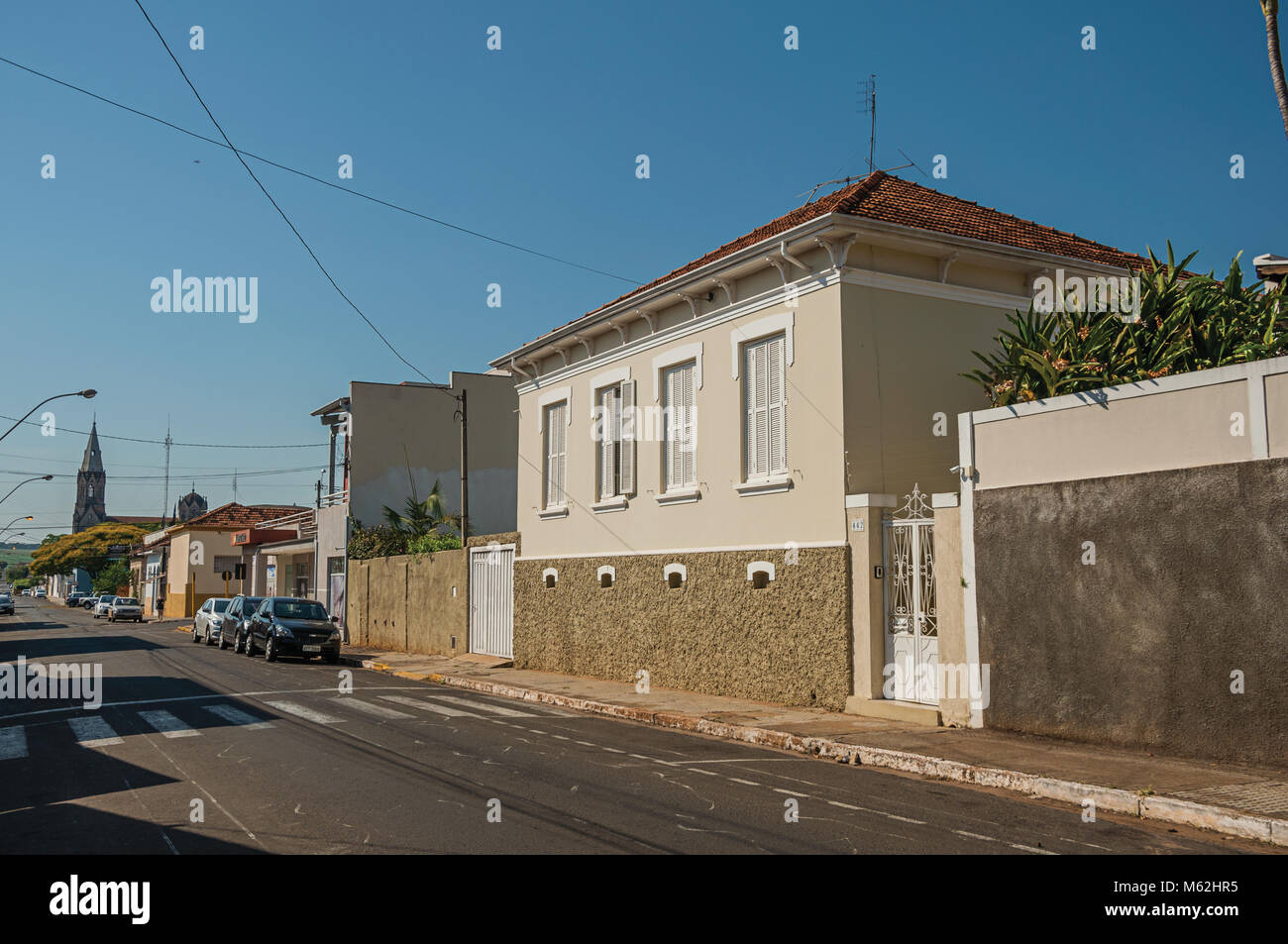s o manuel southeast brazil working class house with wall in an rh alamy com house with walled garden for sale uk house with wallpaper design