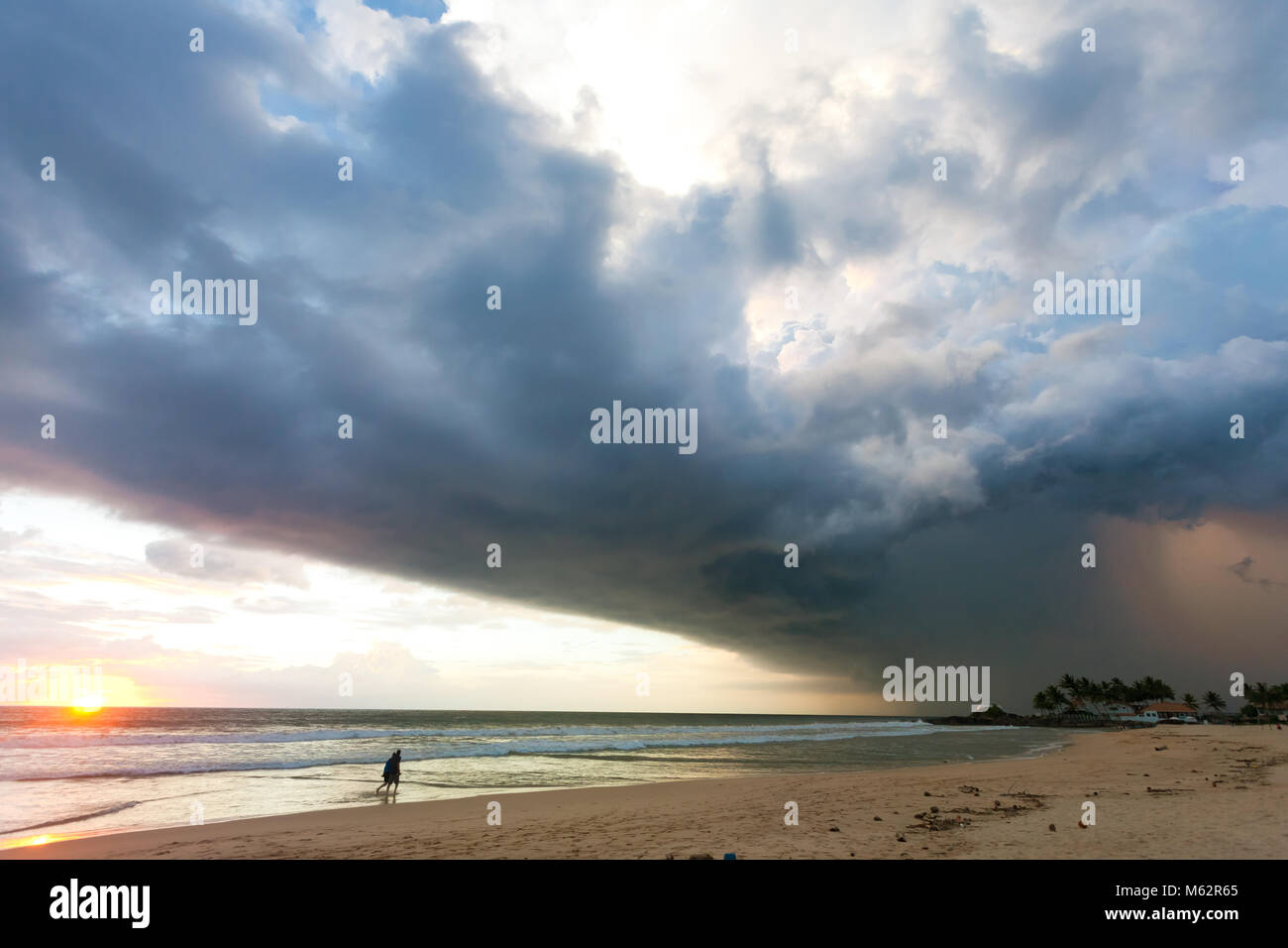 Ahungalla Beach, Sri Lanka, Asia - Impressive atmosphere disturbance during sunset at the beach of Ahungalla - Stock Image