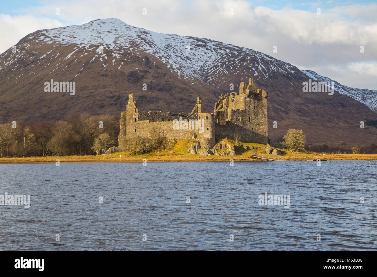 This is Kilchurn Castle at the top end of Loch Awe near Dalmally, Argyle and Bute, Scotland. Built by the Campbell - Stock Image