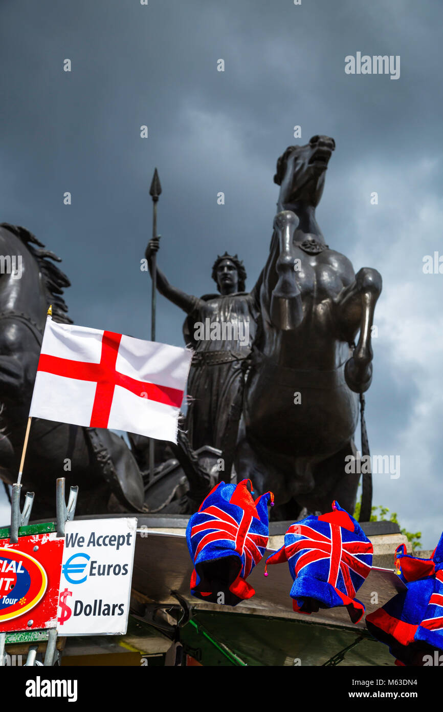 Statue to the Boudiccan Rebellion on Victoria Embankment, Westminster, London with tourist memrabilia stall beneath. - Stock Image