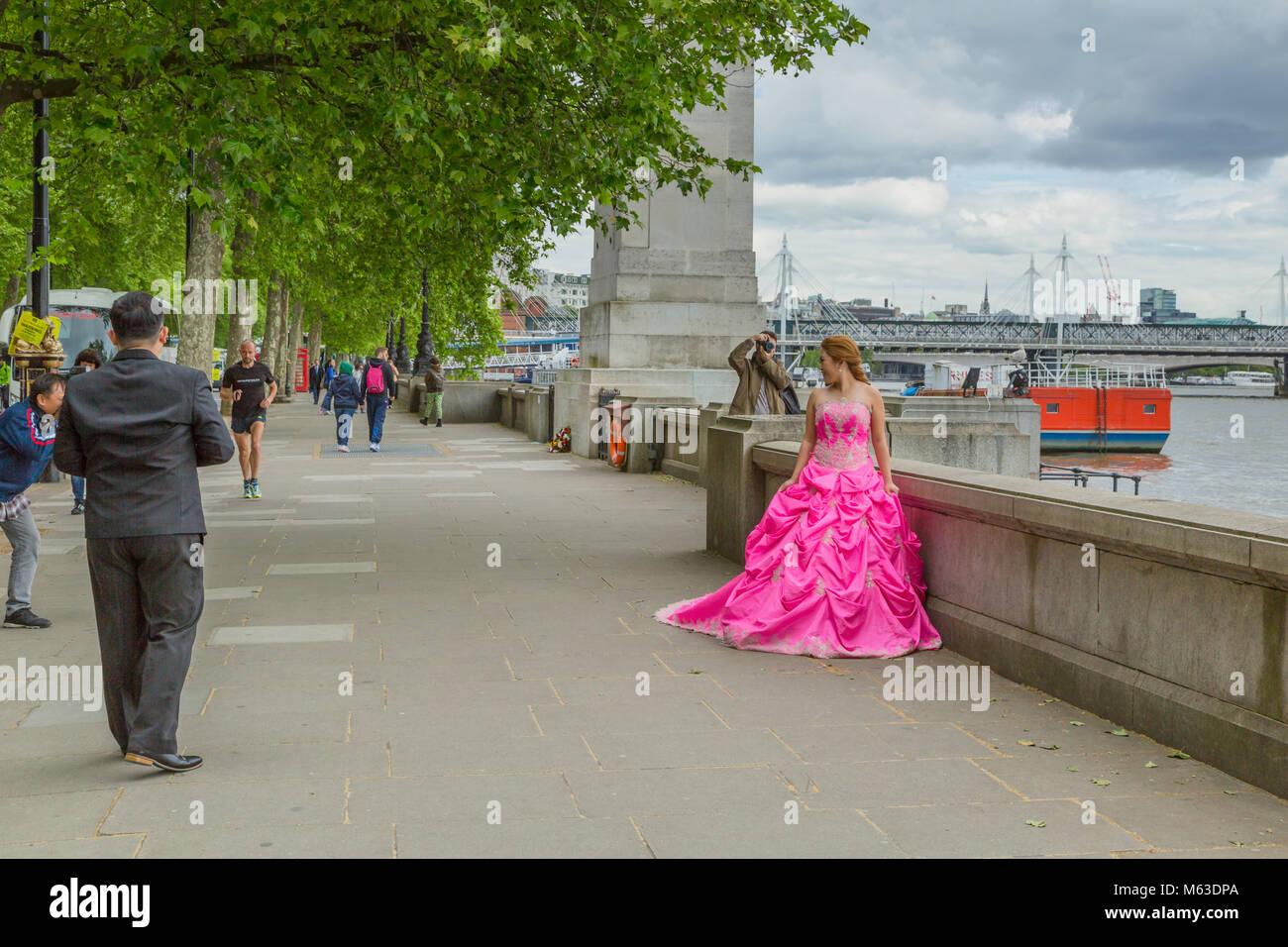 Model shoot on Victoria Embankment, London. - Stock Image