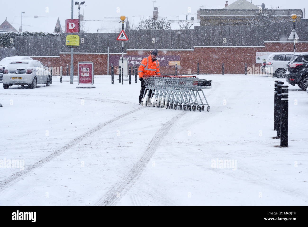 Mansfield, Nottinghamshire, UK: 28th February 2018: severe weather in around Mansfield.Very heavy snow roads blocked - Stock Image