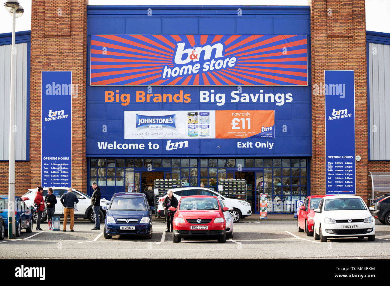 b&m home store large retail store in a retail park in the uk - Stock Image