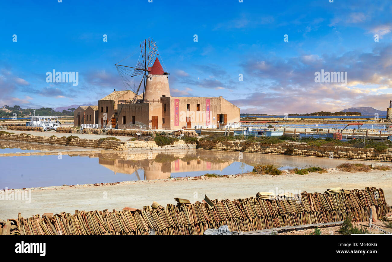 Pictures & images of the Mulino d'Infersa (mill of Infersa) wind mill, Ettore saltworks,  Saline della Laguna, - Stock Image