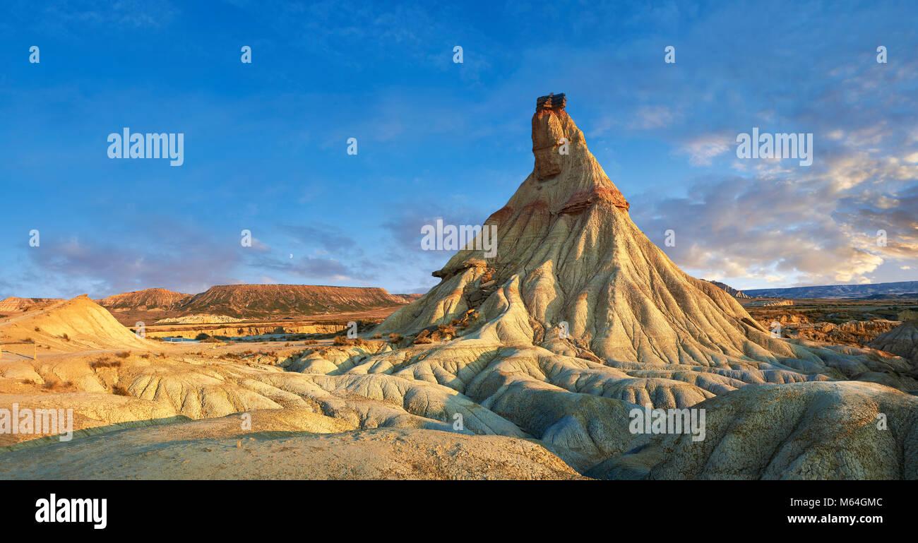 Castildeterra rock formation in the Bardena Blanca area of the Bardenas Riales Natural Park, Navarre, Spain - Stock Image